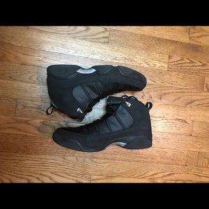 Jordan 9.5 men's basketball shoes